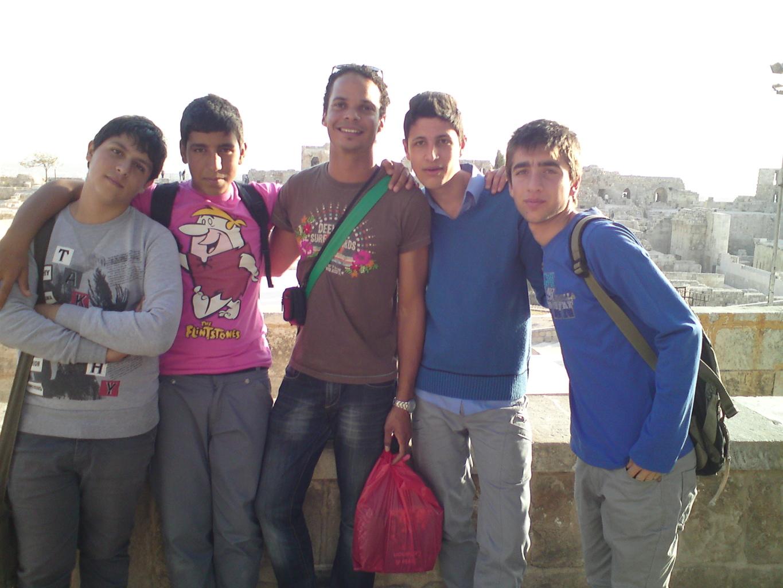 Avec un groupe d'adolescents syriens sur la citadelle d'Alep