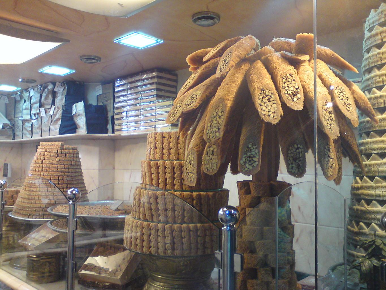 Pour Limoune, la vitrine d'une pâtisserie à Damas, le 14 novembre 2010. Photo: Berliniquais