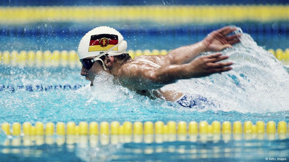 Un nageur est-allemand, via Deutsche Welle. Le papillon prendra-t-il son envol vers la liberté?