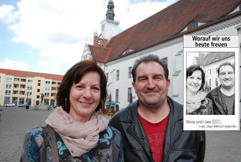Silvia et Uwe, devant la mairie de Francfort, se réjouissent de la visite de leurs enfants.