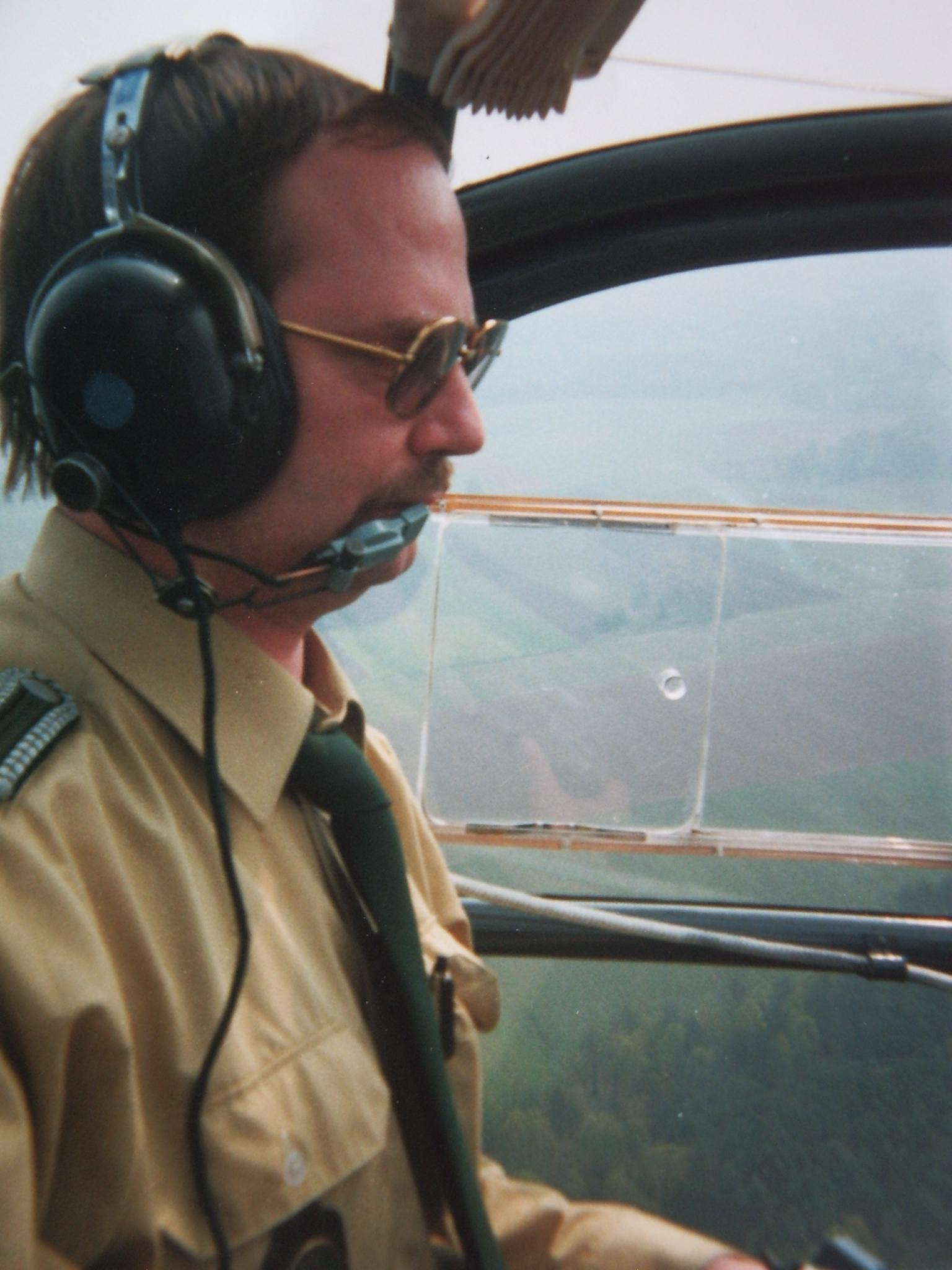 1993 : Roland Egersdörfer pilote un hélicoptère de la police aux frontières. © Roland Egersdörfer