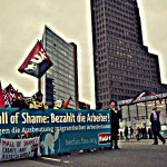 P1110173 - Manifestation contre le Mall de la Honte a Berlin Potsdamer Platz 2